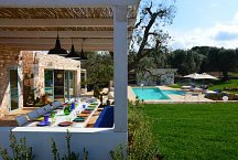 Ostuni Art Resort_Haupthaus & Pool