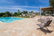 Trullo Tempesta_pool outside lounge