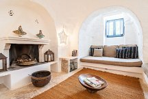 Trullo Dei Mandorli_living room with fireplace