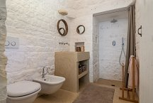 Trullo Tempesta_bathroom with shower