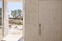 Trullo Tempesta_door to outside
