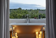 Masseria Petrarolo_freestanding bath on balcony open air