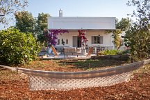 Masseria Marvicino_garden, veranda and hammock