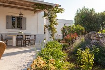 Masseria Marvicino_outside dining and garden