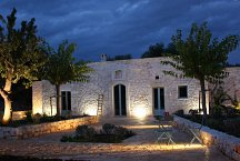 Ostuni Art Resort_lamia at night