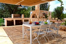 Ostuni Art Resort_outside dining with pizza oven