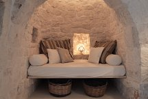Trulli Bianchemura_dining room with sleeping alcove