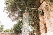 Lamia Parco Paolino shower under the olive tree