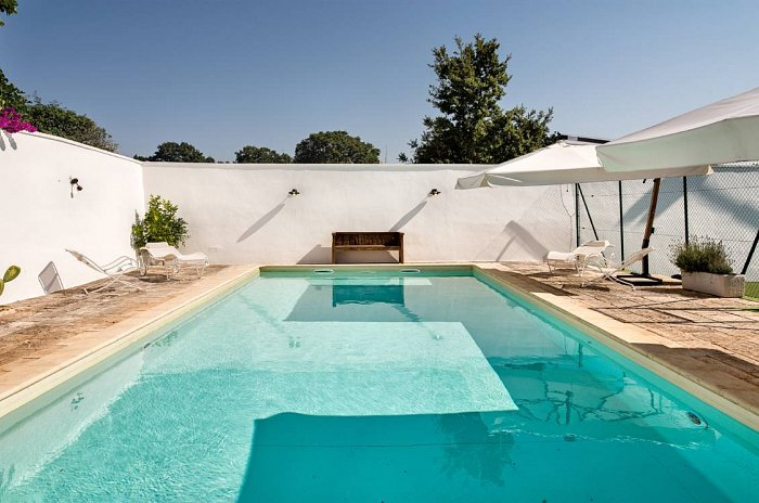 Trullo Santa Lucia_Pool and privater Tennisplatz