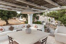 Trullo Termetrio_covered outside dining area
