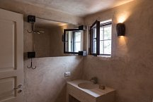 Trullo Silvano_small trullo bathroom